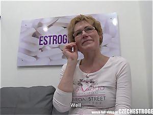 Czech princess deep throats a gigantic meatpipe and splatters