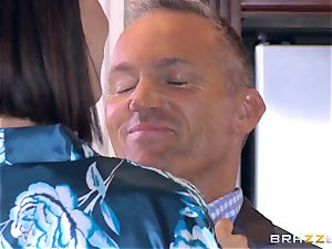 cheating wife Peta Jensen cootchie thrashed by Bill Bailey