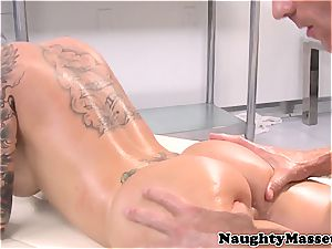 tatted honey gives a rubdown before getting fucked