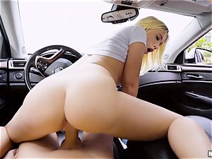 Bailey Brooke penetrated deep in her vag in the car