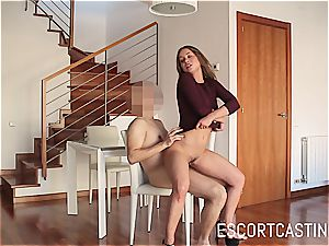 magnificent Taylor Sands proves that she can satisfy a fellow