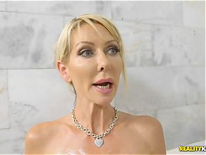 filling the pussyhole of mummy Tylo Duran after catching in the bathtub messing with her slit