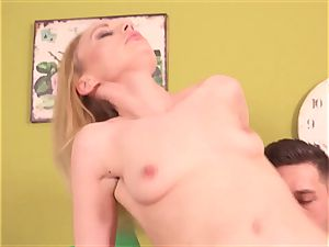 Roxy Lee fellates And Takes bone doggy-style