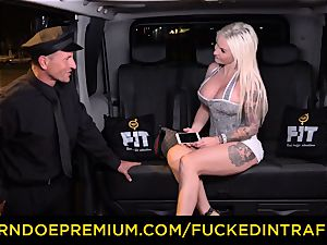 penetrated IN TRAFFIC - passionate blondes car triangle screwing