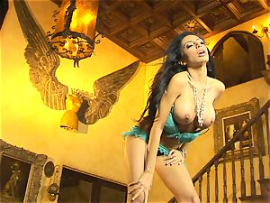 cute in undergarments, Lela starlet shows off her slinky glamour dance moves