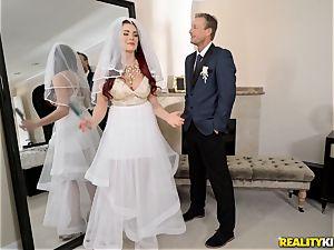 Wedding present for Skyla Novea