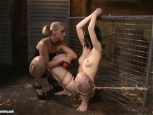 Kathia Nobili enjoy slapping a lusty woman