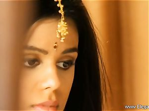 Exotic Loveliness From Indian cougar Born To seduce