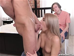 Sell Your girlfriend - bf witnessing gf plumb for cash