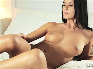 Mia Manarote solo pussy pleasing