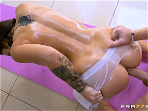 titty racked Lylith Lavey gets greased up and boinked in the bootie