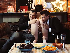 LOS CONSOLADORES - Russian Cassie Fire swinger four-way