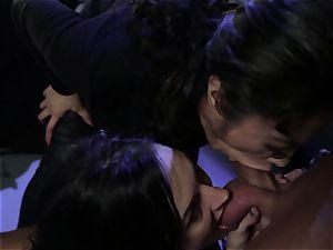 Alektra Blue and Kaylani Lei super-hot 3some