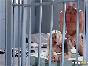 Nina Elle penetrates a wonderful con in front of her cheating spouse