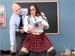 Top schoolgirl Karlee Grey gives presentation on a sybian