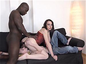My girlfriend enjoys black jizz-shotgun I want to eat cum labia