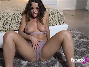 Rahyndee James insatiable cunny Gets Finger porked