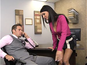 steaming manager Jessica Jaymes gives her worker some incentives