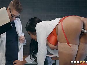 Jenna J Foxx tries out the fuck-a-thon machine