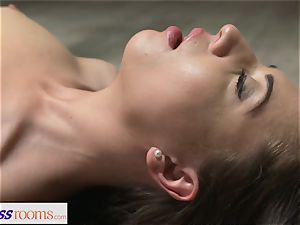 fitness apartments clean-shaven cunny brunette has deep orgasm