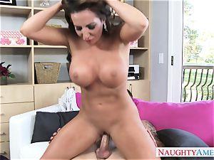 warm mature dame Richelle Ryan tempts her kinky stepson