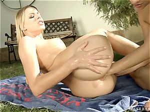 Alluring Blue Angle pushes her fist up this breezies muff