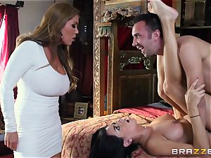 Kianna Dior catches her step daughter-in-law screwing a brit fellow and steps in