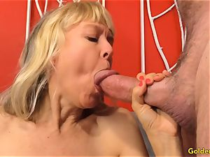 Mature fingers Her poon and Receives a boning