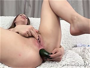 nubile takes humungous vegetable up her bootie