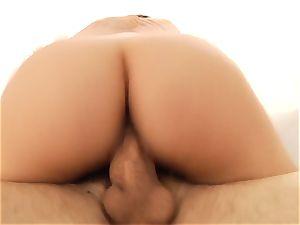 Valentina Nappi enjoys each inch in her twat