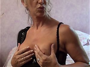 LA COCHONNE - whorish French mature gets roughed up poke