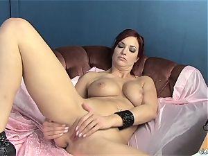 sensuous Jayden Cole luvs teasing her tasty raw pearl