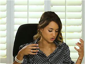 Uma Jolie and Alana Cruise salon sapphic love
