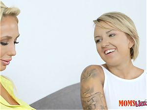 steamy milf and teen Olivia Fox and Ariel Lee scissoring tribute