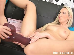 Lilith Lee gapes Jenny Simons muff with humungous dildos
