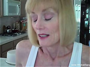 son-in-law woos mommy To creampie