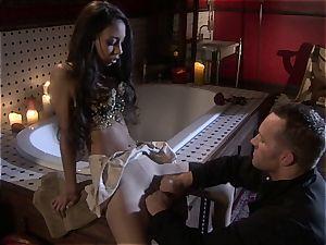 Alexis love seductress in fashion
